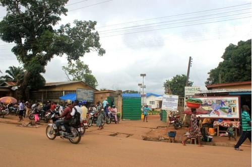 Das Ebola Hospital von Kenema in Sierra Leone. Bild: Leasmhar